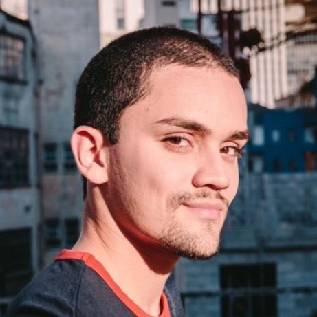 Jornalista Gabriel Brolli em perfil